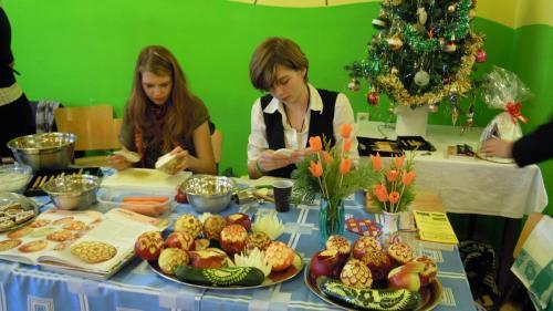 Zdobení perníčků, vyřezávání z ovoce a zeleniny